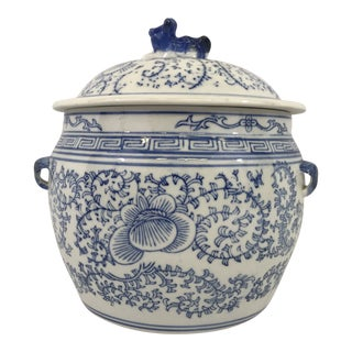 Chinese Blue and White Porcelain Lidded Pot For Sale