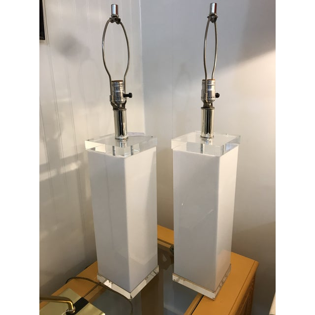 Mid Century White Lucite Column Lamps - A Pair For Sale - Image 10 of 10
