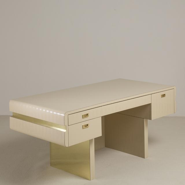 Gold Pace Attributed Pedestal Based Brass and Ivory Mica Wrapped Desk, 1970s For Sale - Image 8 of 8