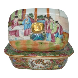 Chinese Export Porcelain Rose Mandarin Soap Dish, Ca. 1820 For Sale