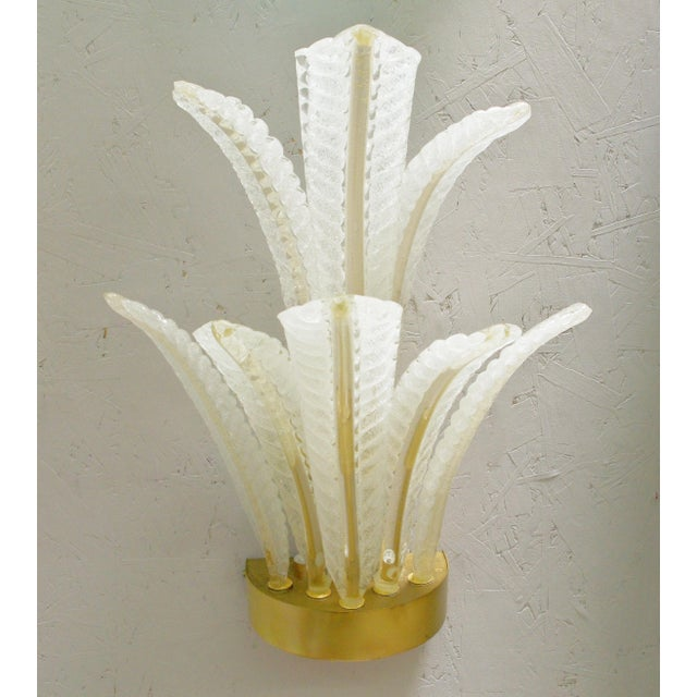 Art Deco 1960s Italian Barovier E Toso Frosted Murano Glass Leaves Sconce For Sale - Image 3 of 10