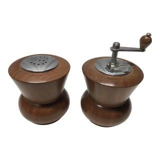 Vintage Mid Century Modern Wooden Salt and Pepper Mill Set For Sale