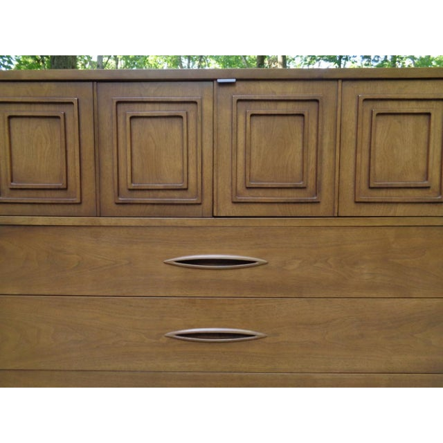 Vintage Broyhill Sculptra Gentleman's Chest of Drawers Dresser For Sale In Nashville - Image 6 of 13