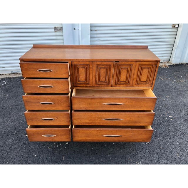 Mid Century Broyhill Sculptra Magna Chest For Sale In Boston - Image 6 of 13