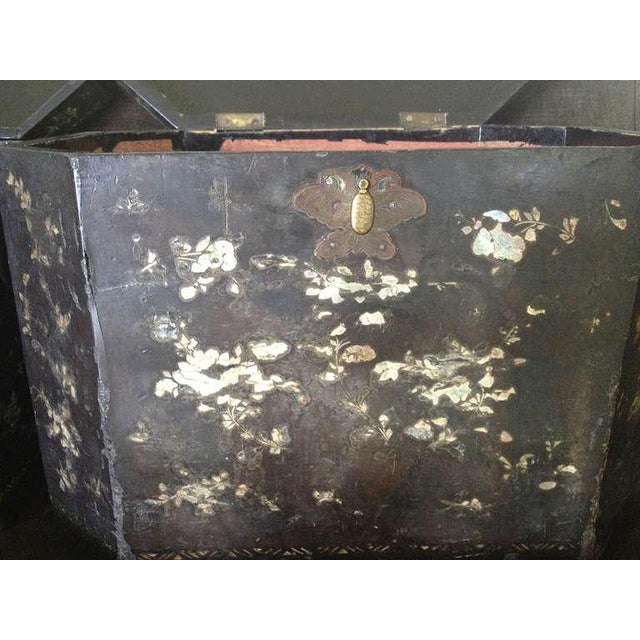 Metal 19th Century Vintage Chinoiserie Lacquer Boxes- A Pair For Sale - Image 7 of 9