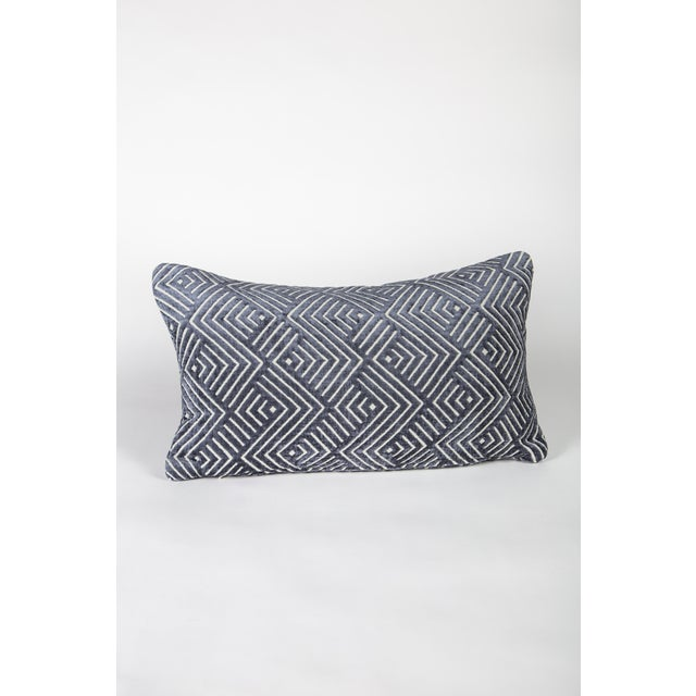 """Mid-Century Modern 20"""" X 12"""" Pollack Tipping Point Cut Velvet Pillows, Pair For Sale - Image 3 of 6"""