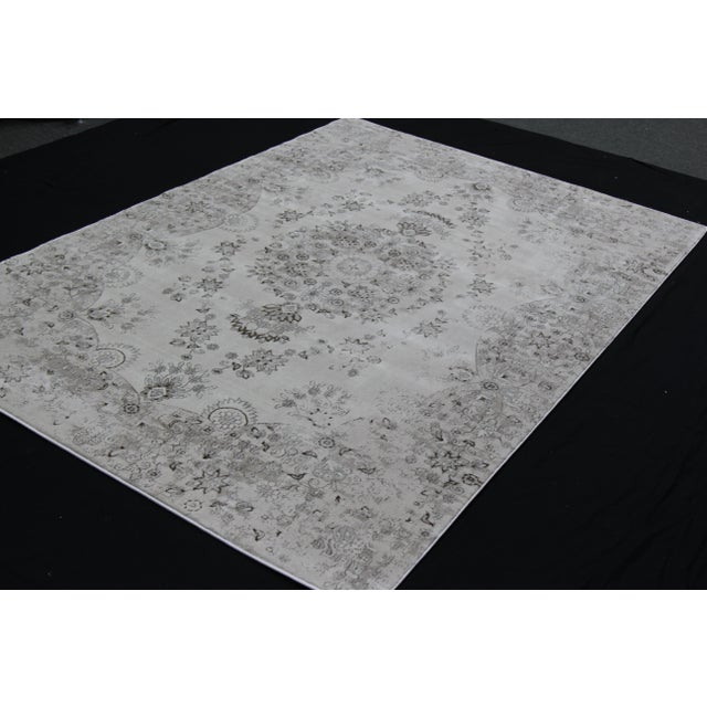 Transitional Distressed Gray Rug - 5'3'' x 7'7'' For Sale - Image 4 of 8