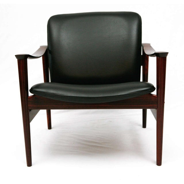 Frederik Kayser Rosewood Model 711 Lounge Chair Re-Upholstered in Black Leather Produced by Vatne Lenestolfabrik
