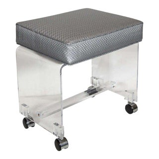 Mid-Century Modernist Waterfall Lucite Stool in Platinum Metallic Textured Woven For Sale
