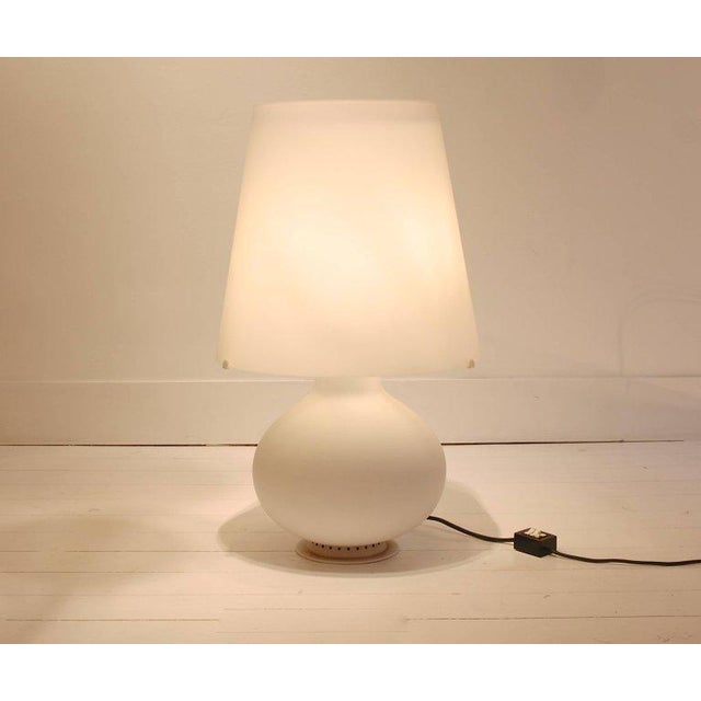 """Italian Two Frosted Glass """"Fontana"""" Table Lamps by Max Ingrand for Fontana Arte, Italy For Sale - Image 3 of 9"""