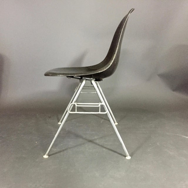 Mid-Century Modern Six (6) Charles and Ray Eames Fiberglass Shell Chairs, Stacking Base For Sale - Image 3 of 10