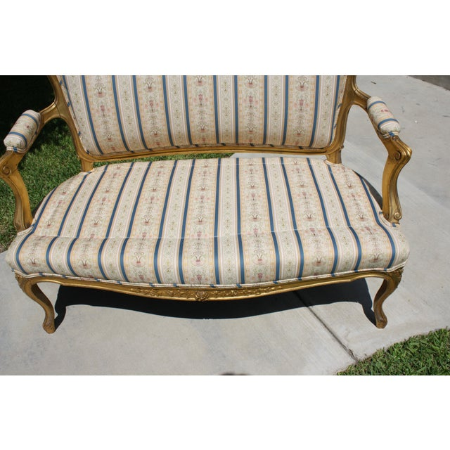 Early 20th Century French Louis XV Style Giltwood Settee - Image 11 of 11