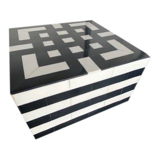 Black and White Striking Horn Box For Sale