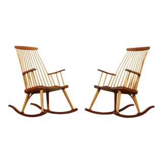 "Thomas Moser ""New Gloucester"" Hand Crafted Pair Cherry Rockers, Rocking Chairs For Sale"
