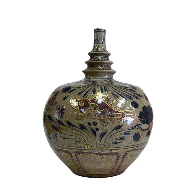 Beige Chinese Crackle Porcelain Fishes Vase For Sale