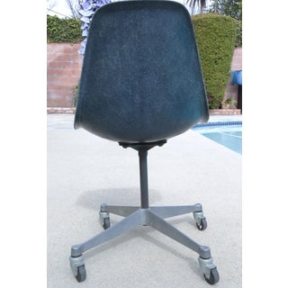 Late 20th Century Charles and Ray Eames Fiberglass Herman Miller Navy Blue Chair Preview
