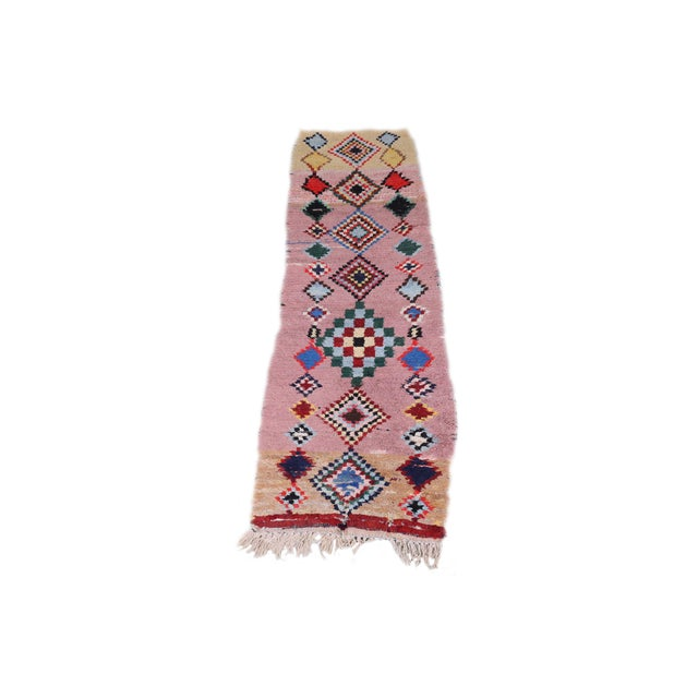 Boho Chic 1970s Vintage Pink & Tan Diamond Moroccan Runner- 1′11″ × 6′1″ For Sale - Image 3 of 3