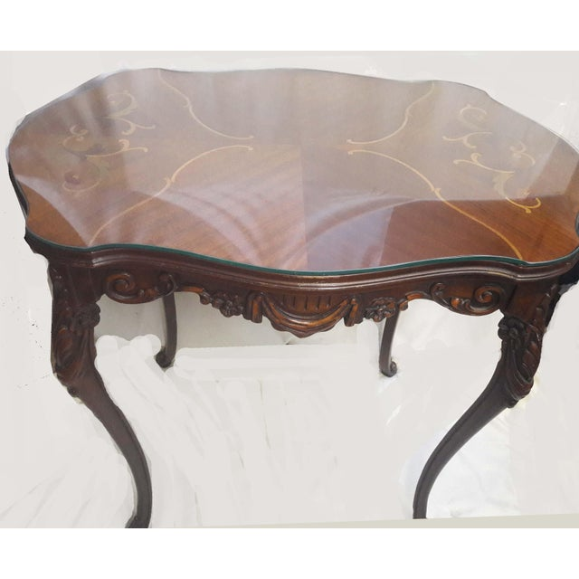 Wood Antique Rococo Style Turtle Shaped Top Scrolled Inlay And Custom Glass Side Table