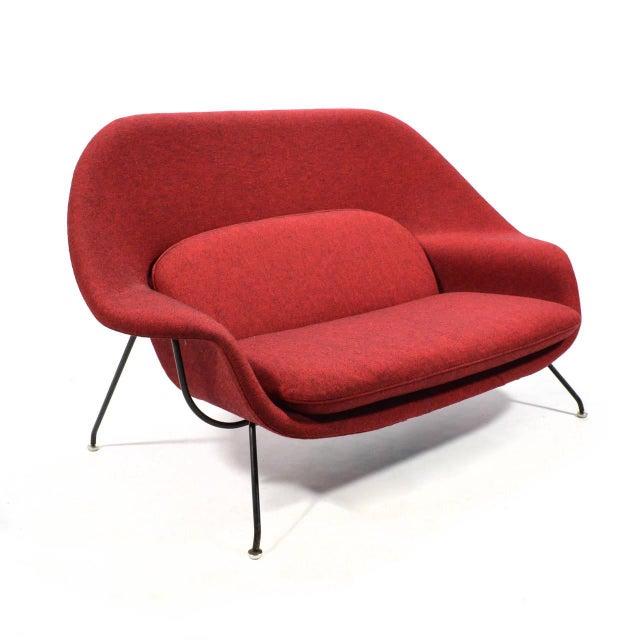 Mid-Century Modern Eero Saarinen Womb Settee Upholstered in Alexander Girard Fabric For Sale - Image 3 of 11