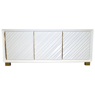 Frigerio 1970s Italian White Lacquered Carved Wood Credenza Dresser For Sale