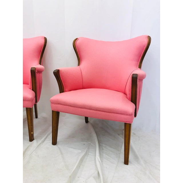 American of Martinsville Pair Vintage Mid Century Modern Arm Chairs With Pink Upholstery For Sale - Image 4 of 10
