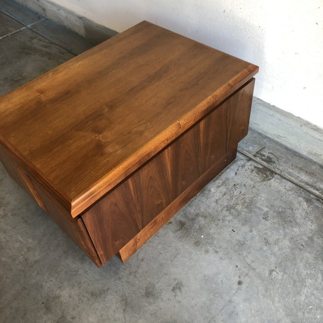 Mid century modern Walnut Dillingham night stand / end table of Milo Baughman Era. Beautiful walnut end table can be used...