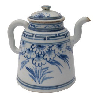 Antique Chinese Export Blue and White Porcelain Teapot For Sale