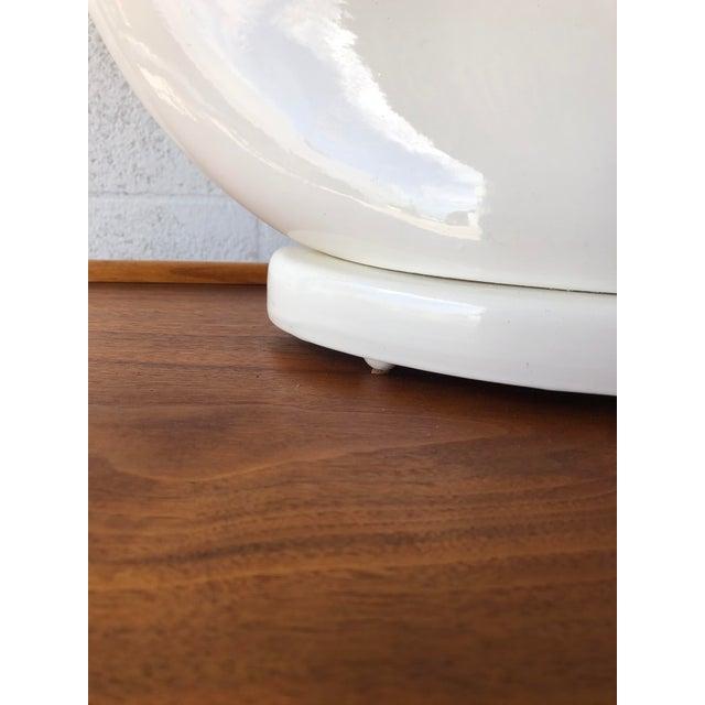 White 1980s Art Deco Revival White Ceramic Table Lamp. For Sale - Image 8 of 10