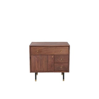 Mid-Century Modern Walnut Nightstand / End Table For Sale