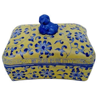 Chinese Porcelain Lidded Box