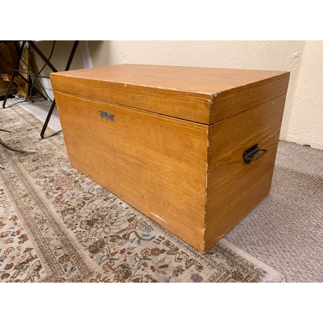 1920s Art Deco Pine Trunk For Sale - Image 4 of 13