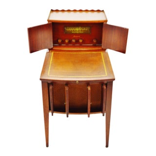 Vintage 1940's Brunswick Radio With Panatrope Tuscany Leather Top End Table For Sale