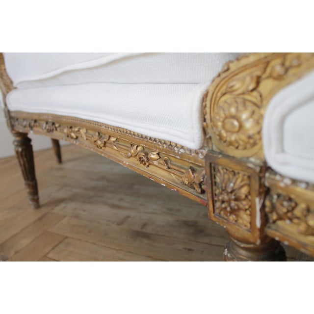Early 20th Century Carved Giltwood Chaise Lounge With Roses For Sale - Image 10 of 13