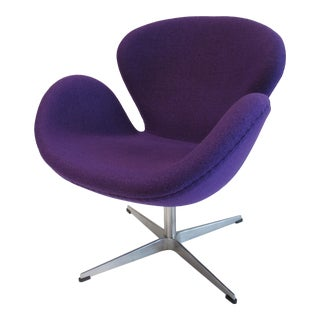 "Arne Jacobsen Modernist ""Swan"" Chair in Purple Sheeps' Wool For Sale"