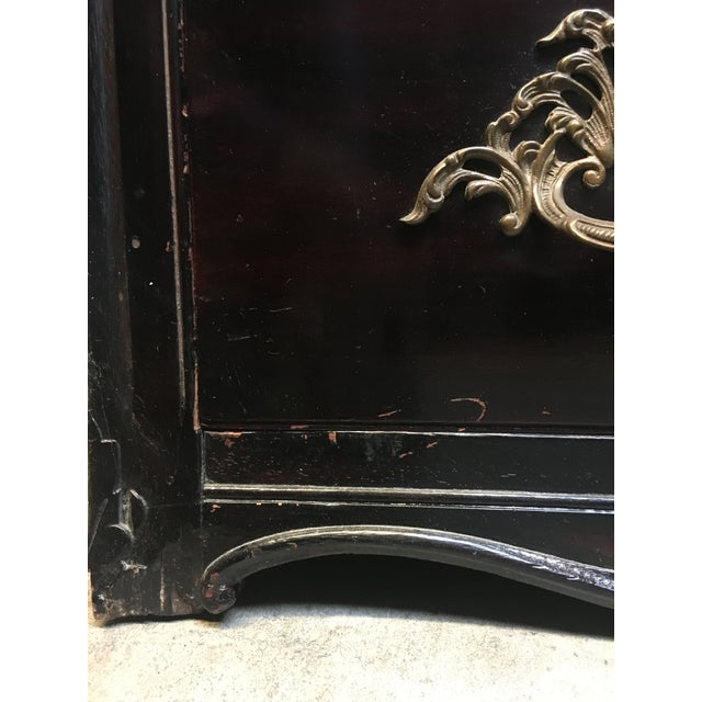 Vintage Continental Serpentine Chest of Drawers For Sale In Los Angeles - Image 6 of 10