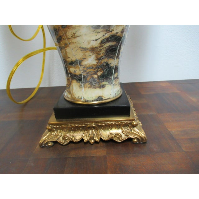 French Italian Regency Louis XV Brass Marble Urn Table Lamp For Sale - Image 3 of 11