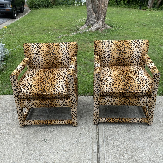 Stunningly recently reupholstered cheetah fabric with a velvet feel, perfect for the interior designer. Extremely...