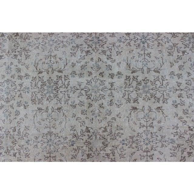 Slate Gray Keivan Woven Arts, En-140556, 1950s Vintage Turkish Oushak Rug - 8′6″ × 12′5″ For Sale - Image 8 of 9
