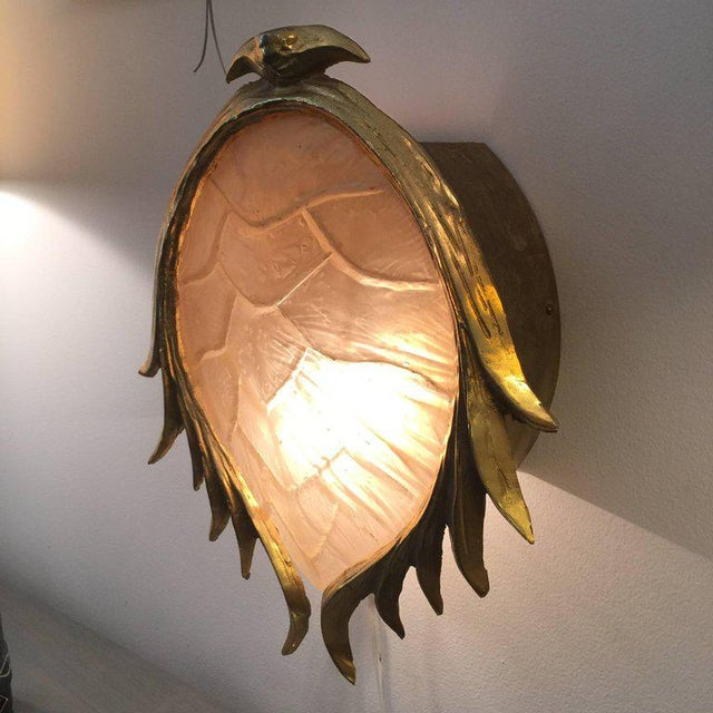 Hollywood Regency Resin Tortoise Shell in Gilt Metal Wall Light in the Manner of Tony Duquette For Sale - Image 3 of 6