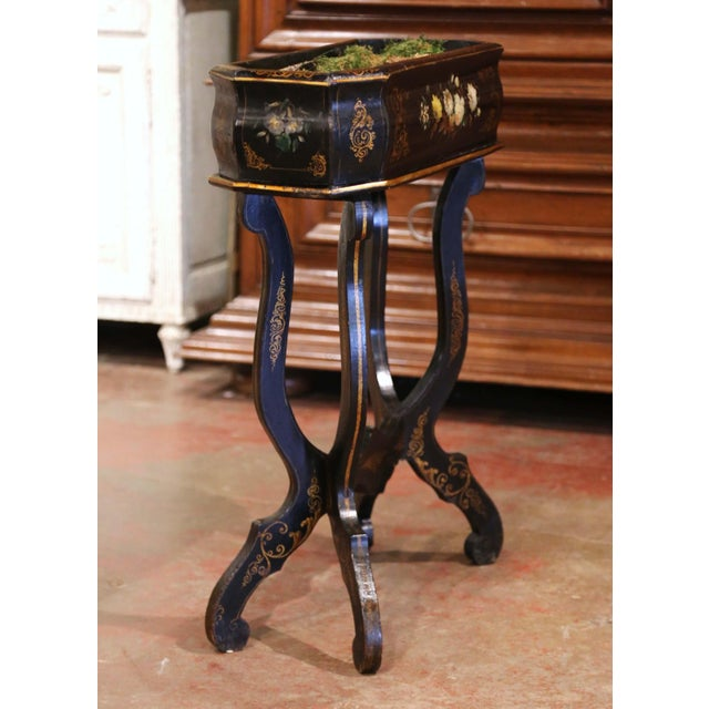 This elegant antique planter was created in France, circa 1870. Standing on four curved legs ending with scrolled feet...