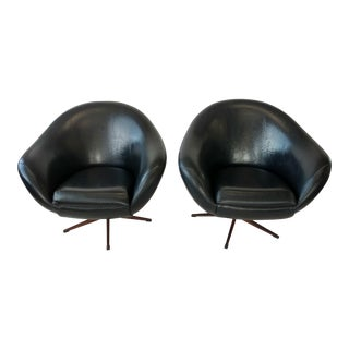 Black Vinyl Overman Style Tub Chairs - a Pair For Sale