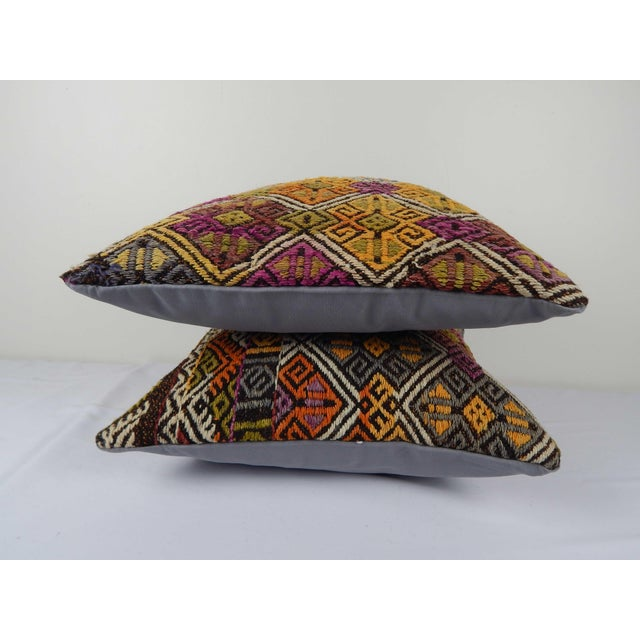 """Turkish Kilim Pillow Cover - a Pair 18"""" X 18"""" For Sale - Image 4 of 6"""