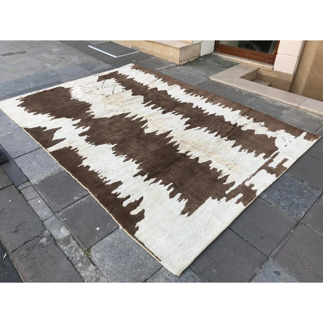 Abstract Turkish Floor Oversize Handwoven Brown and White Hemp Rug For Sale - Image 3 of 10