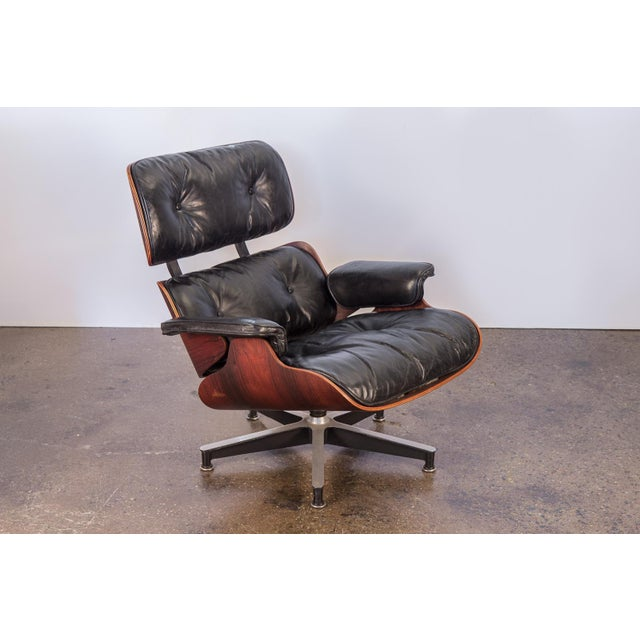 Second generation 670 Lounge Chair by Charles and Ray Eames for Herman Miller. The ultimate MCM lounge chair. This early...