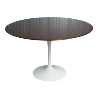Saarinen for Knoll Round Tulip Dining Table For Sale