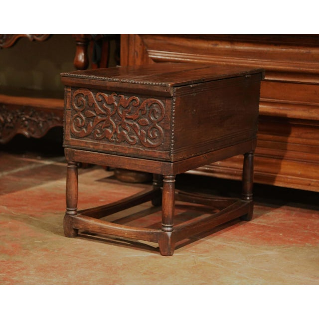 18th Century, French, Louis XIII Carved Oak Trunk Side Table With Floral Decor For Sale In Dallas - Image 6 of 8