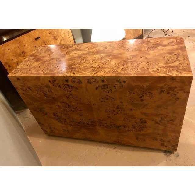 Late 20th Century Pair of Willy Rizzo Commodes Nightstands With Brass Accents in a Light Burl Wood For Sale - Image 5 of 13