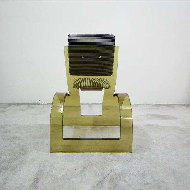1970s Rare Sculptural Cantilevered Vintage Arched Colored Lucite Corner Lounge Chair For Sale - Image 5 of 8