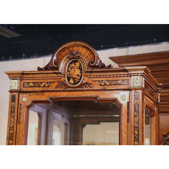 French 19th Century French Louis XVI Walnut Marquetry Vitrine With Glass Sides and Door For Sale - Image 3 of 13