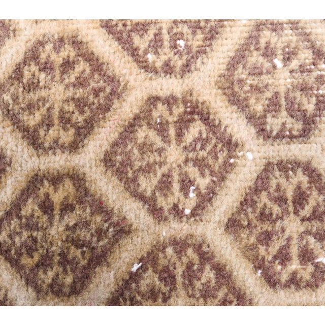 1960s Honeycomb Neutral Ivory Turkish Hand-Knotted Runner For Sale In New York - Image 6 of 10